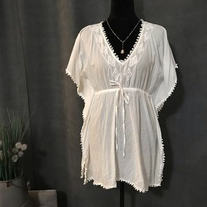Old Navy White Blouse/Cover-up, Size Medium
